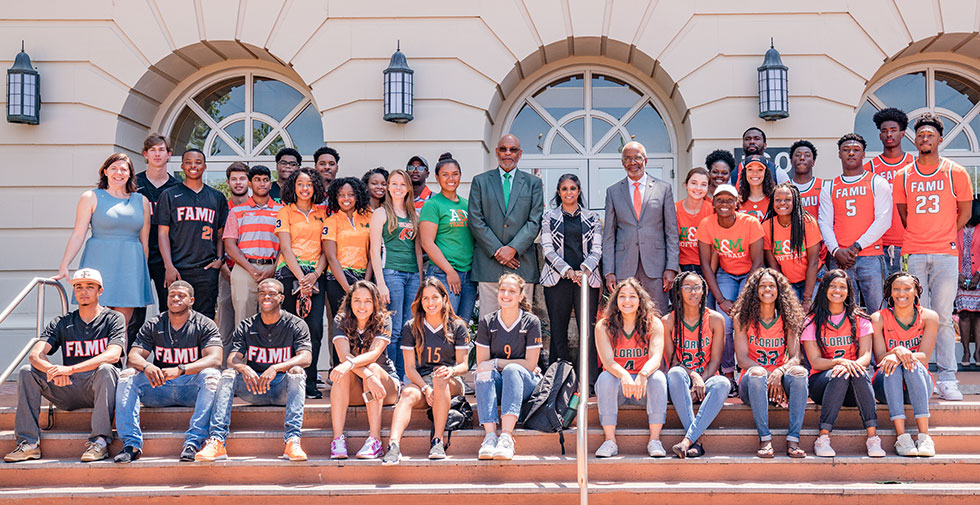 Image Slideshow: FAMU Students at Lee Hall with Dr. Robinson